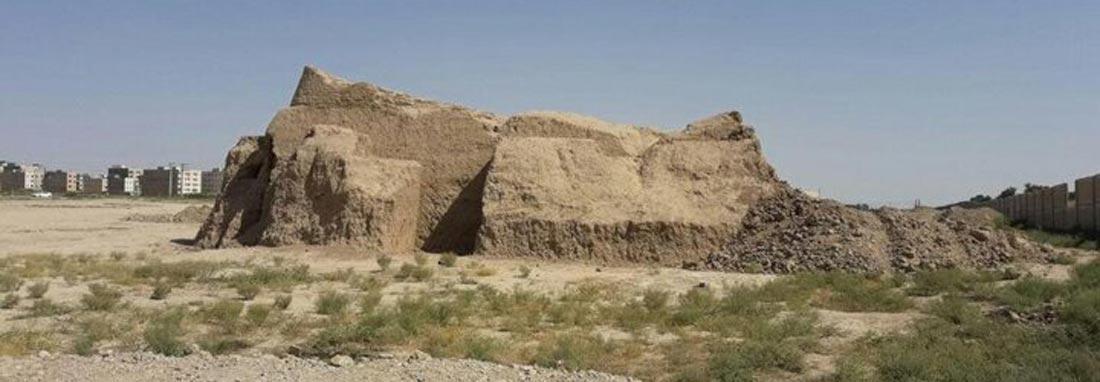 تخریب هدفمند و مخفیانه تپه 8 هزار ساله تهران با تجهیزات لازم ، پوئینک فدای کمربندی قرچک می گردد