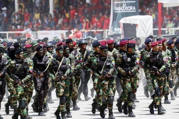 کلمبیا: رزمایش نظامی ونزوئلا در منطقه مرزی یک تهدید است!