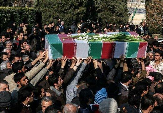 تشییع پیکر 4 نفر از شهدای سانحه هواپیمای اوکراینی در همدان