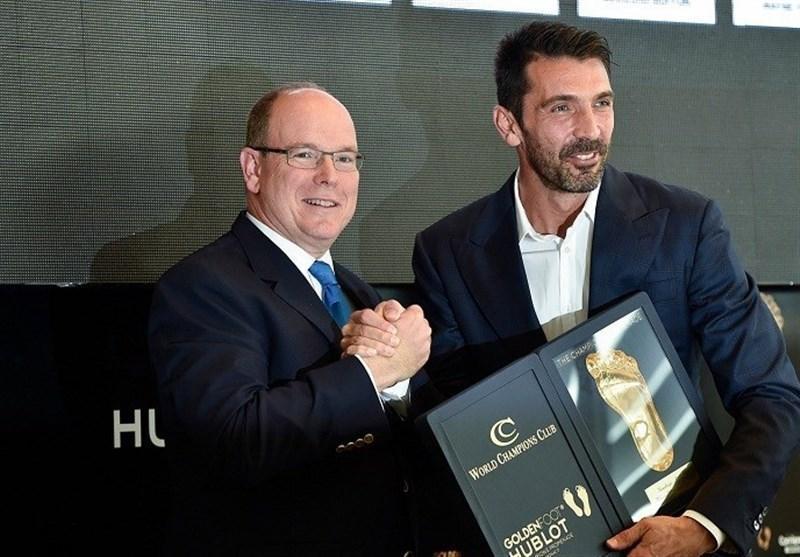 بوفون جایزه پای طلایی را دریافت کرد