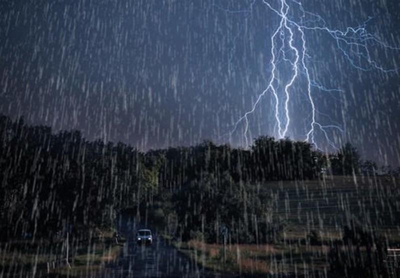 پیش بینی تداوم باران تا روز جمعه در بیشتر مناطق کشور، هشدار امواج 4.5متری در جنوب شرق