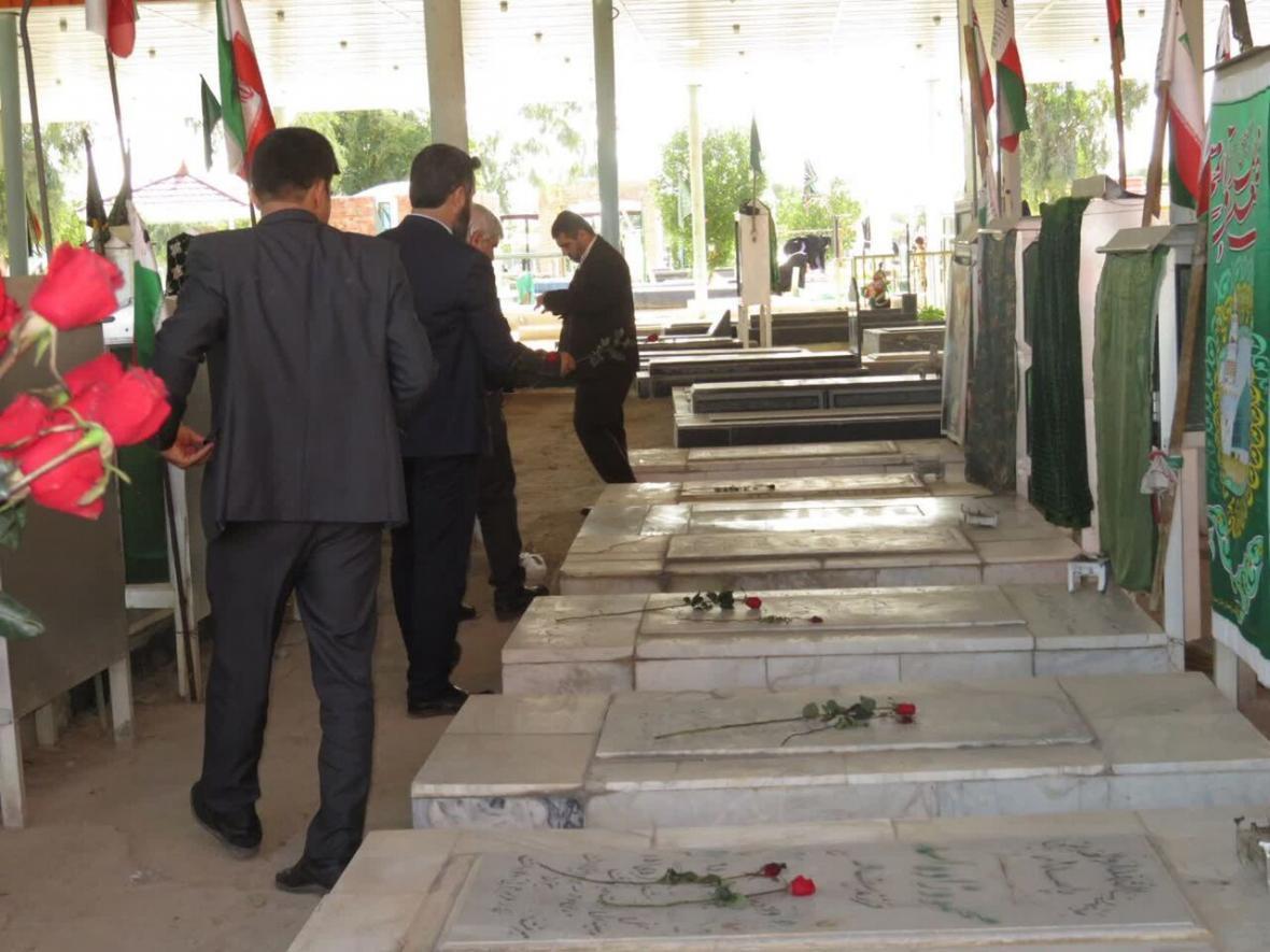 خبرنگاران بهسازی 10 گلزار شهدای مهریز پایان یافت