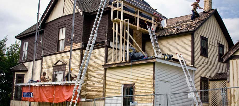 بازسازی خانه یا نقل مکان
