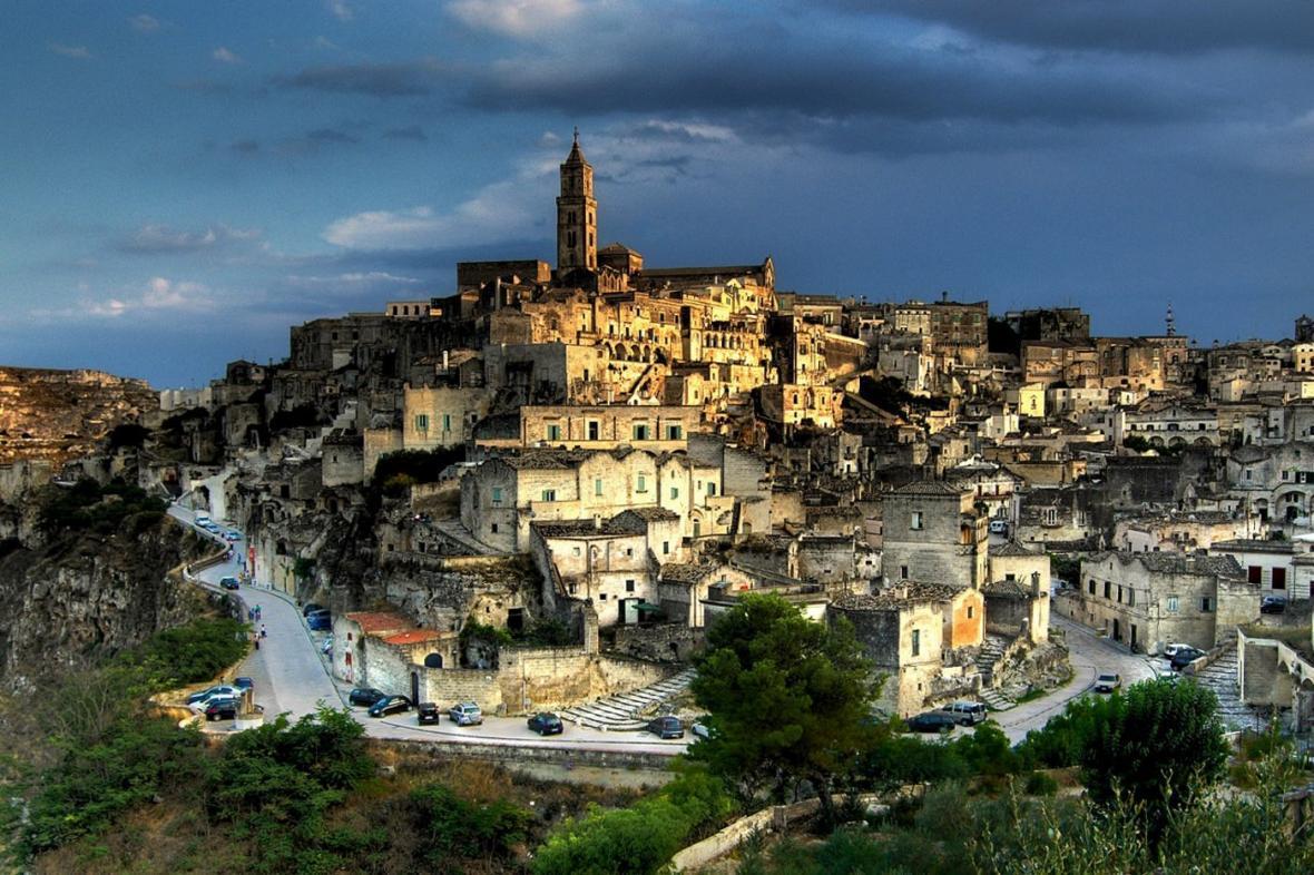 سفری تصویری به دره ها و کلیساهای باستانی ماترا