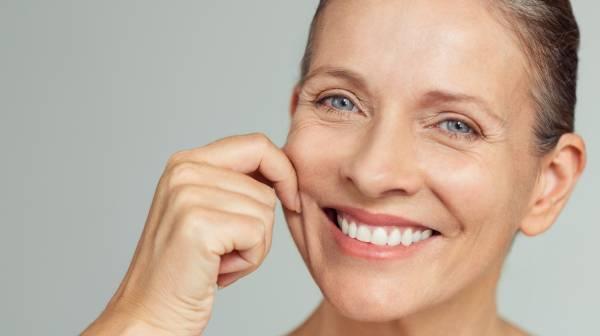 کشیدن پوست صورت بدون جراحی در خانه