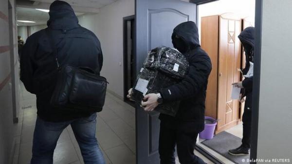هجوم پلیس بلاروس به منزل خبرنگاران، فعالان حقوق بشر و دفاتر اتحادیه های کارگری
