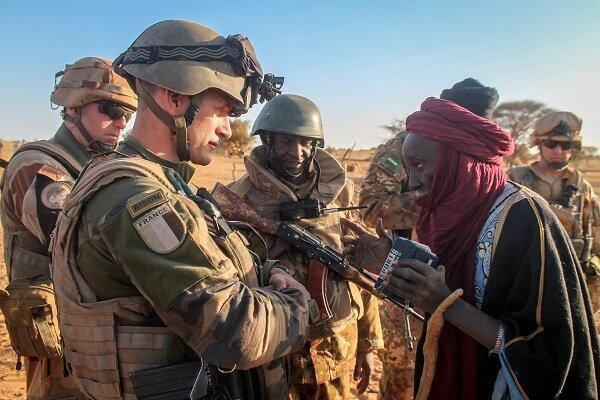 ماکرون در اندیشه خارج کردن نظامیان فرانسوی از آفریقا است