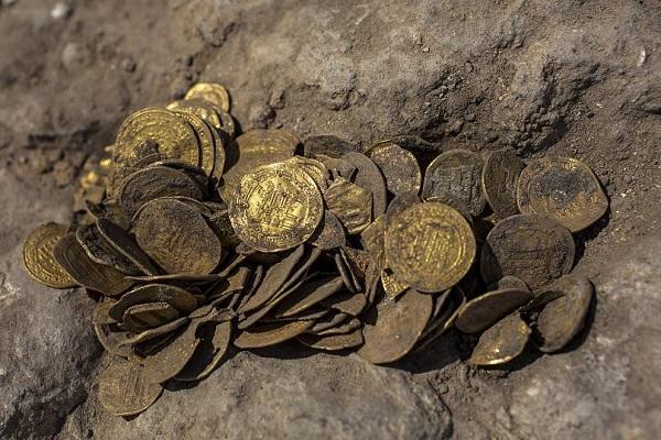 63 سکه ساسانی در ایوان کشف شد
